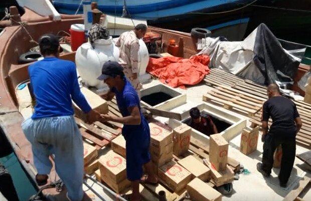 محموله بزرگ کالای قاچاق در آبهای بندر دیر کشف شد