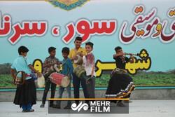 اجرای زنده موسیقی در جشنواره سور، سورنا، زندگی