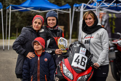 İranlı kadınların ilk hız motor yarışından kareler