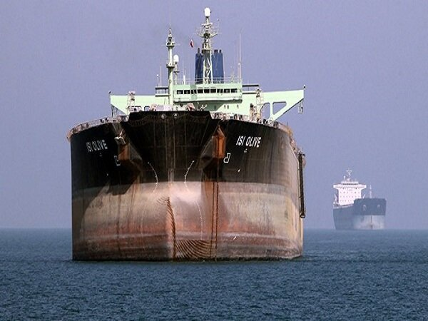 Iranian navy thwarts pirate attack on oil tanker