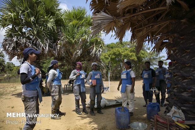 زنان خنثی کننده مین در سریلانکا