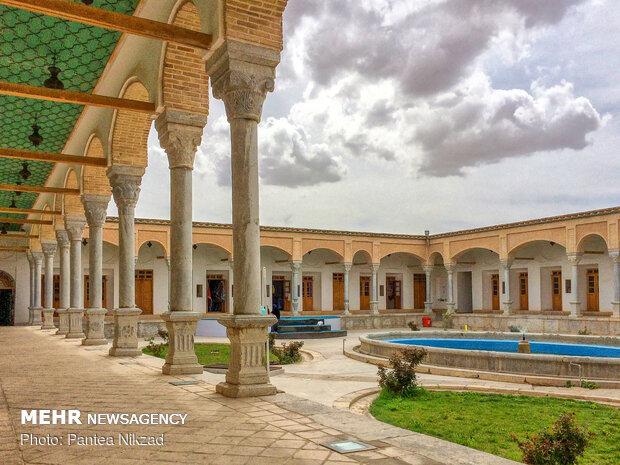 قلعه چالش تر(حیاط عمارت محمود خان)
