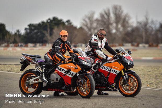 اولین دوره مسابقات موتورسواری سرعت بانوان