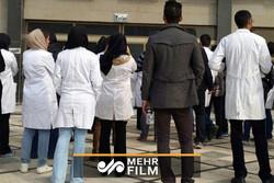تجمع اعتراضی پزشکان و پرستاران یک بیمارستان خصوصی