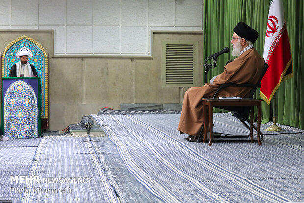 Leader receives members of High Institute of Jurisprudence, Islamic Sciences