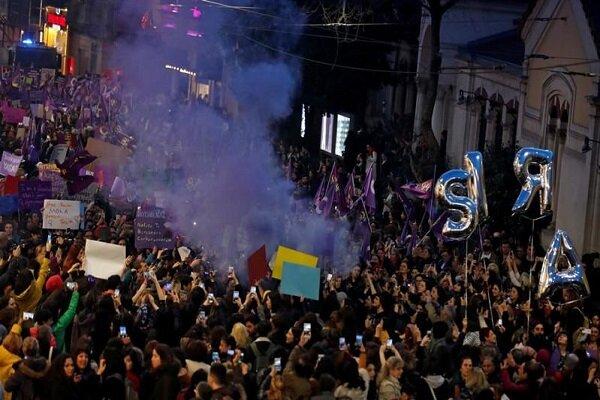 ترک پولیس کا خواتین پر آنسو گیس سے حملہ