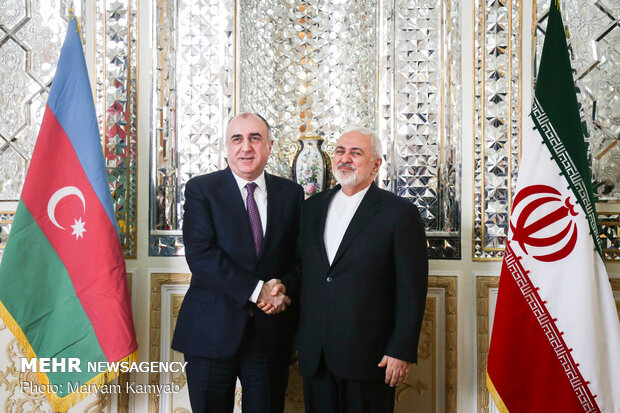Iranian, Azerbaijani FMs confer on bilateral ties