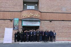حسینیپور از کتابخانه باباطاهر بازدید کرد