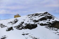 هطول الثلج على مرتفعات قم/صور