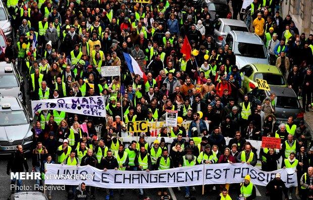 ادامه سرکوب تظاهرکنندگان فرانسوی