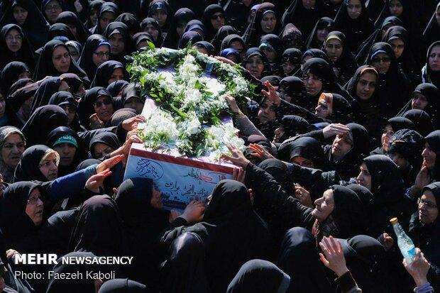تشییع ۹ شهید گمنام و مدافع حرم در مازندران