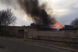 حریق در کارخانه تولید چسب در قزوین یک کشته برجای گذاشت