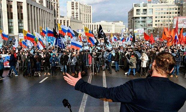 روس میں انٹرنیٹ پر بڑھتی ہوئی پابندیوں کی پالیسی کے خلاف ہزاروں افراد کا مظاہرہ