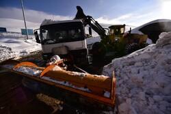 لیست کامل جاده های مسدود در پی برف سنگین دیشب/ کاهش ۱۳ درصدی تردد