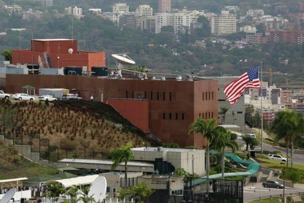 آمریکا همه دیپلماتهای خود را از ونزوئلا خارج میکند,