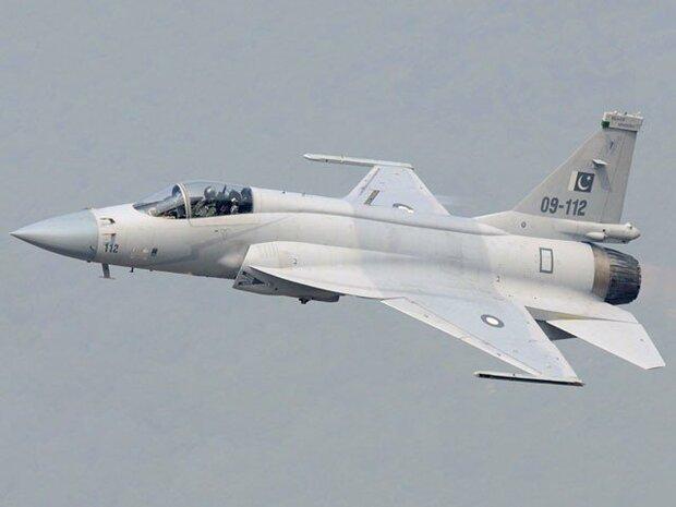 پاکستانی فضائیہ کا جے ایف 17 تھنڈر طیارے سے میزائل کا تجربہ