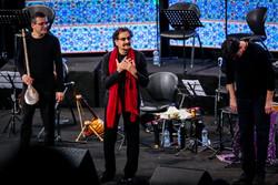 İranlı ünlü şarkıcıdan Tahran'da muhteşem konser