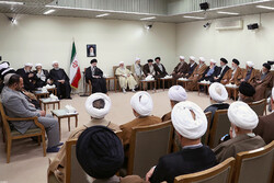 Leader receives members of Assembly of Experts