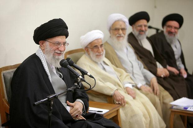 قائد الثورة الاسلامية بأعضاء مجلس خبراء القيادة