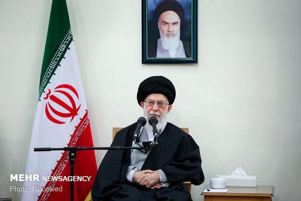 قائد الثورة يستقبل لفيفاً من العمال الإيرانيين