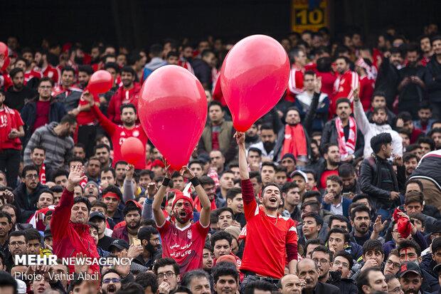 بازیکن سابق تراکتور تشویق شد/ حضور ۲۵ هزار نفری هواداران