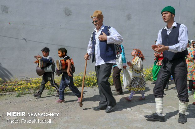'Nowruz Khani' tradition in Golestan