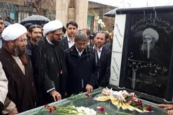 امام جمعه همدان به مقام شامخ شهدا ادای احترام کرد