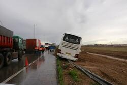 جزئیات برخورد اتوبوس ولوو با تریلی در اصفهان