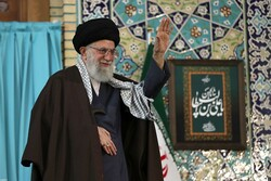 Leader receives Iraqi hosts of Arbaeen pilgrims