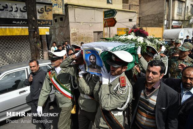 پیکر اکبر شریعت در شیراز تشییع و به خاک سپرده شد
