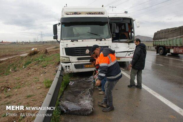 تصادف رانندگی در زنجان یک کشته و سه مصدوم برجای گذاشت