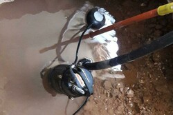 جوشش چشمه آب در زیر زمین اداره آموزشوپرورش پلدختر