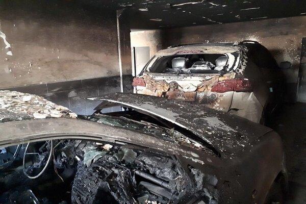آتش سوزی سواری سمند در پارکینگ آپارتمان مسکونی/۲۱ نفر نجات یافتند