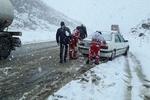 برف و کولاک در محورهای استان سمنان/ ۲۰ تیم هلال احمر اعزام شد