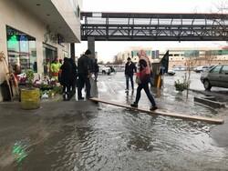 تبریز میں شدید بارش کے بعد سڑکوں پر پانی جمع ہوگیا