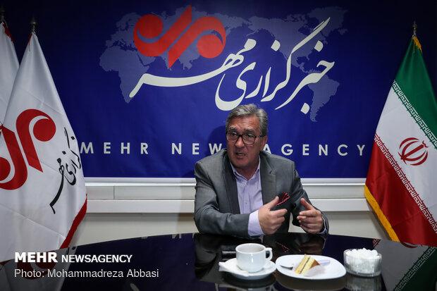 """زيارة مدرب نادي """"برسبوليس"""" لمقر وكالة مهر"""