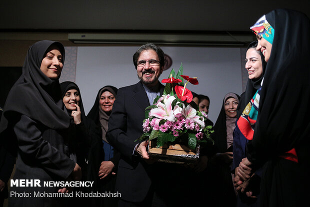 Journalists pay tribute to Ghasemi's services