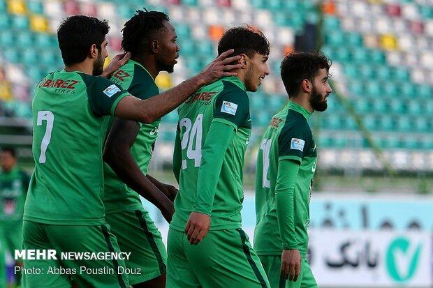 دیدار تیم های فوتبال ذوب آهن اصفهان و استقلال خوزستان