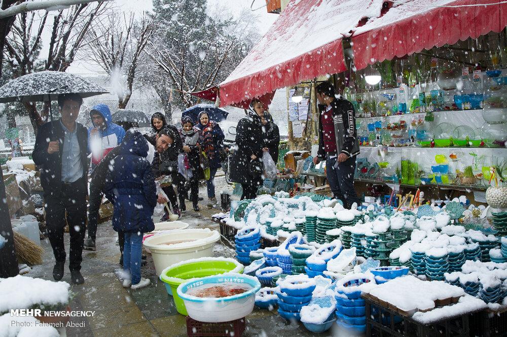 Yoğun kar ve soğuk bayram alışverişini durduramadı