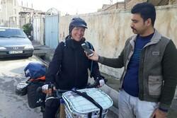 بانوی گردشگر ایتالیایی وارد «پلدختر» شد/ ایرانگردی با دوچرخه