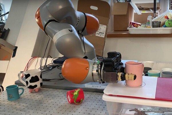 مغز رباتیک کار کردن با اشیای ناشناخته را به رباتها میآموزد