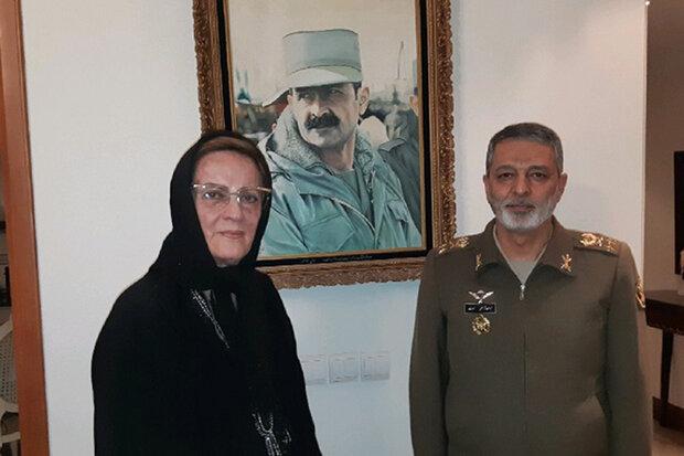 فرمانده کل ارتش با خانواده شهید فلاحی دیدار کرد