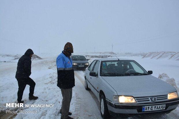 برف در ارتفاعات جاده چالوس/ترافیک سنگین در جاده هزار,