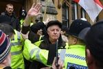 جلیقه زردها به دفتر دادستان کل انگلیس حمله کردند