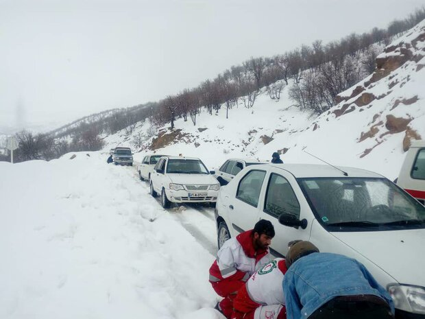امدادرسانی به ۱۵۰ نفر گرفتار در کولاک جاده زنجان و طارم