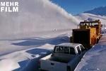 برفروبی مناطق محاصره در برف الیگودرز با خودرو «برف خور»