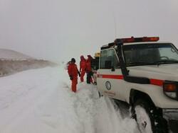 ۵۰۰ مسافر نوروزی گرفتار در برف میانه اسکان داده شدند