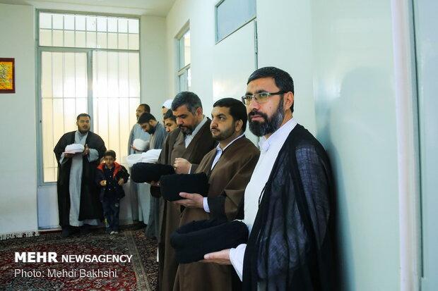 عمامه گذاری جمعی از طلاب توسط آیت الله صافی گلپایگانی