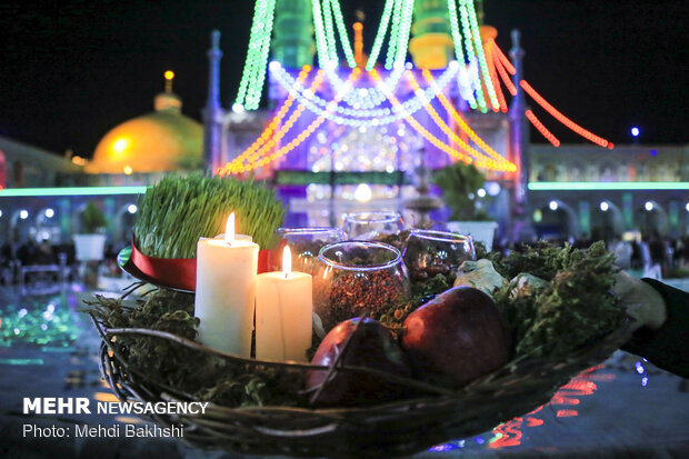 Mehr News Agency - Pilgrims pray for good year at Hazrat Masoumeh (SA) Mausoleum