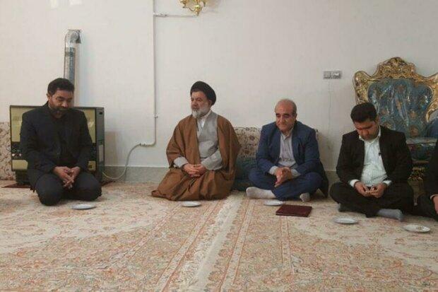 نماینده ولیفقیه در لرستان با خانواده شهدا دیدار کرد